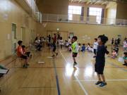 縄跳び検定に挑戦する児童達の写真