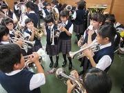 金管バンドの児童達の写真
