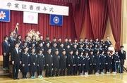 卒業証書授与式の45名の卒業生の写真
