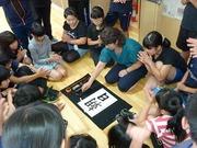 書道の名人 上田睦美先生に書道の指導を受ける5年生